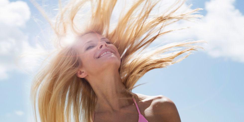capelli sole mare ragazza vento