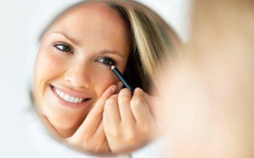 matita occhi specchio