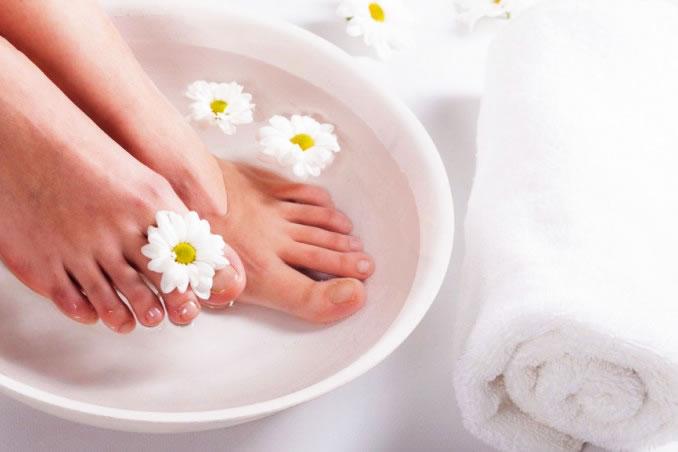 pediluvio piedi cura acqua ammollo