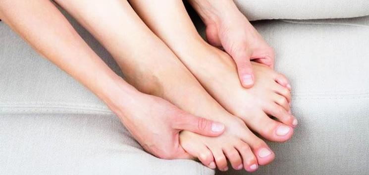 piedi gonfi caviglia piede caviglia dolore