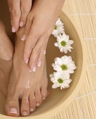 cura dei piedi pediluvio estate piedi ben curati